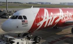 El A320 9M-AQM, el número 100 recibido por Air Asia, ha sido dedicado a Louis Gallois.