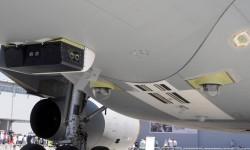 Detalle de las cámaras usadas para el control del reabastecimiento en la parte inferior del A330.