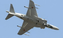 El Harrier de la Armada realizó la demostración más vistosa de la jornada.