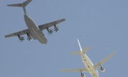 Pasada simulando un reabastecimiento en vuelo del A310 y el A400M Grizzly.