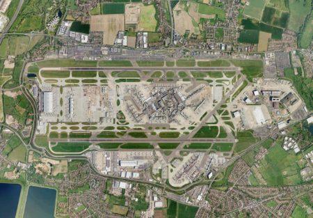 Heathrow durante la construcción de la T5 y sus satélites antes de la remodelación de la zona central de terminales.