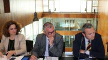Pilar Serrano, viceconsejera de Empleo, Empresa y Comercio de la Junta de Andalucía y presidenta de FADA; Javier Carnero, Consejero de Empleo, Empresa y Comercio; y nuevo presidente de Hélice y Joaquín Rodríguez, hasta ahora presidente de Hélice.