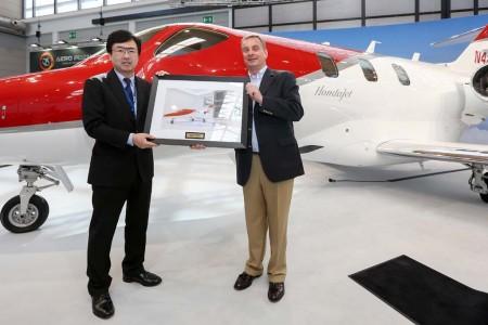 Entrega del primer Hondajet que opera en Europa.