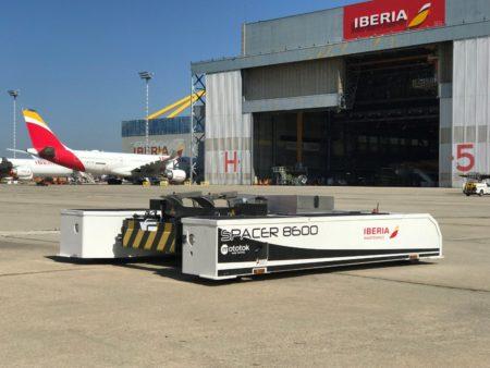 El tractor que ya usa Iberia Mantenimiento en las instalackiones de La Muñoza en Madrid Barajas.