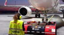 Iberia usará remolques por control remoto en los aeropuertos de Madrid y Barcelona.