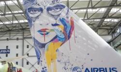 Airbus apuesta por una impresora para pintar los aviones en el futuro, con mayores detalles y de forma más rápida y ecológica.