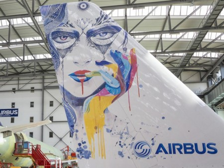 Ejemplo de pintura por impresión en una cola de Airbus A320