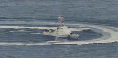 Captura de un vídeo del acoso de lanchas  iraníes a buques estadounidenses en el golfo Pérsico.