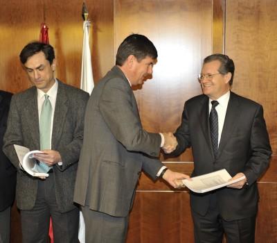 Manuel Pimental entrega su laudo a AENA