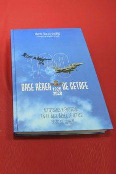 Portada del libro dedicado al centenario de la base aérea de Getafe.
