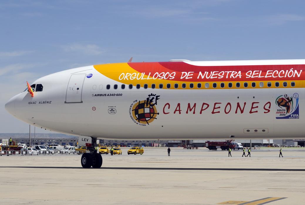Llegada a MAdrid del A340 de Iberia con la selección española de fútbol tras proclamarse campeona del mundo en Sudáfrica en 2010.