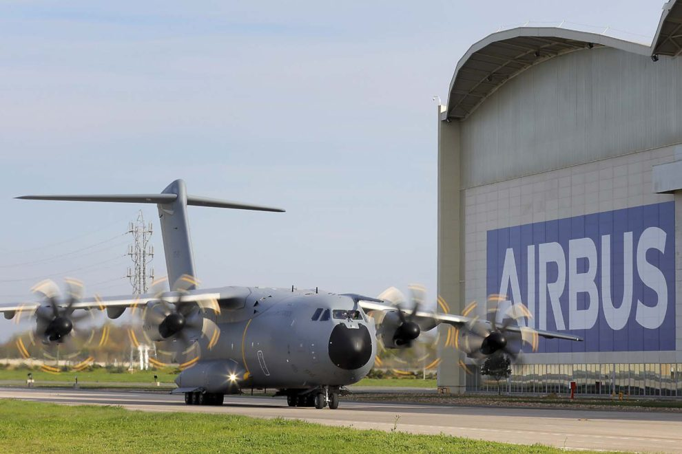 El Airbus A400M de Luxemburgo en Sevilla poco antes de su entrega.