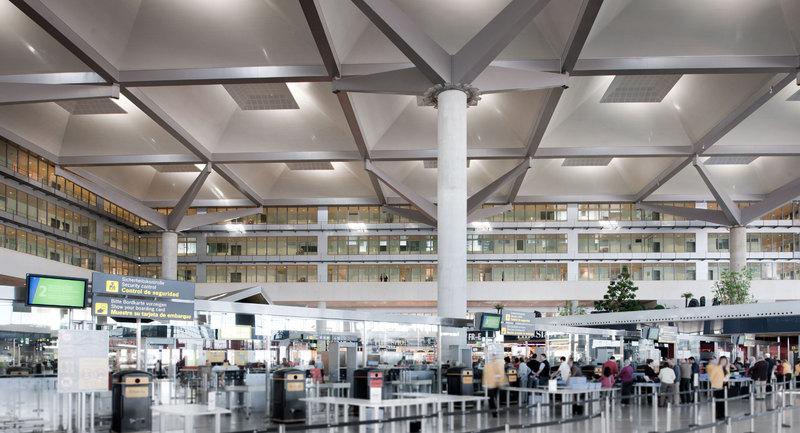 El aeropuerto de Málaga es uno de los que más creció en enero de 2017, un 18,5 por ciento