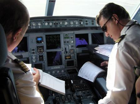 La SAE organiza una conferencia sobre las profesiones aeronáuticas