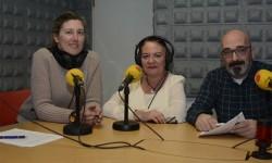Los dos promotores del nuevo programa Portes Pagados con la editora de Fly News, en el centro.