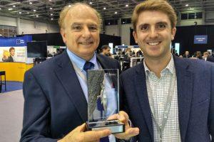 Miguel Ángel Trujillo, jefe del equipo responsable de AEROX, y Aníbal Ollero, asesor Científico de CATEC, e investigador principal de AEROARMS, fueron los encargados de recoger el premio en Budapest.