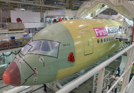Airbus ha vendido 777 A350 a 41 clientes hasta el pasado 31 de diciembre: 16 A350-800 que está negociando con los compradores su conversión a A350-900 o a A330neo, 580 A350-900 y 181 A350-100. Hasta ese día había entregado 15 A350-900 a 4 clientes.