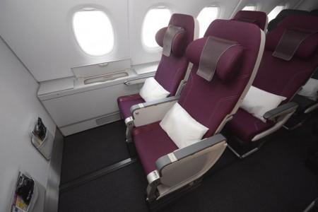 Asiento de clase turista del Airbus A380 de Qatar Airways.