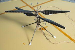 El helicóptero del Mars 2020 durante sus pruebas el pasado mes de mayo. Falta, entre las ciuatrop patas la caja con las baterías.