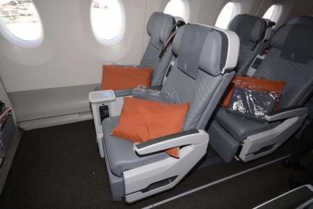Asientos de turista premium del Airbus A350 de Singapore Airlines.