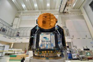 El telescopio espacial Cheops Pesa unos 300 kg y mide 1,55 m de altura, 1,4 m de profundidad y 1,49 m de ancho.