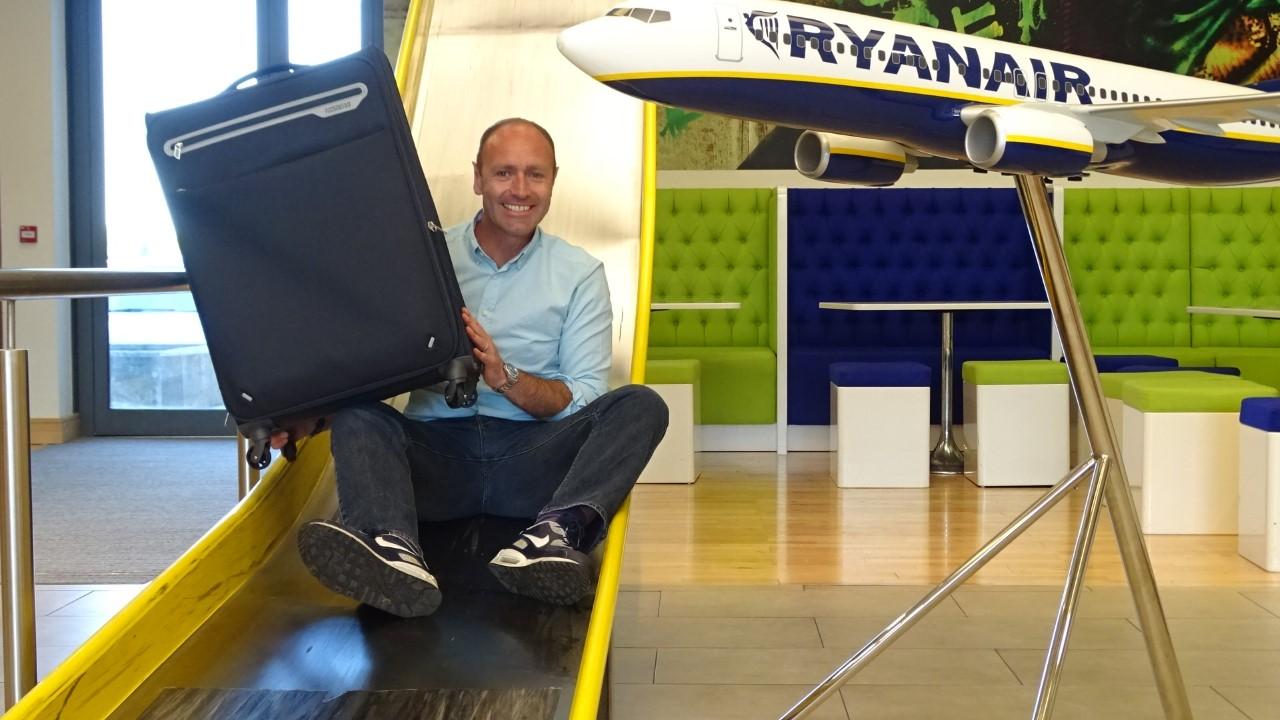 Robin Kiely, director de comunicación de Ryanair ha sido el encargado en este caso de anunciar la nueva oferta de la aerolínea low cost irlandesa.