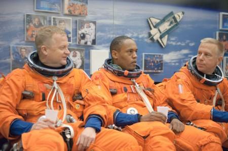 Los astronautas preparan el que será el último vuelo del Discovery